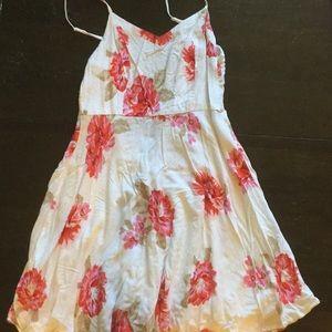 Old Navy XS Knee Length White Flower Strap Dress